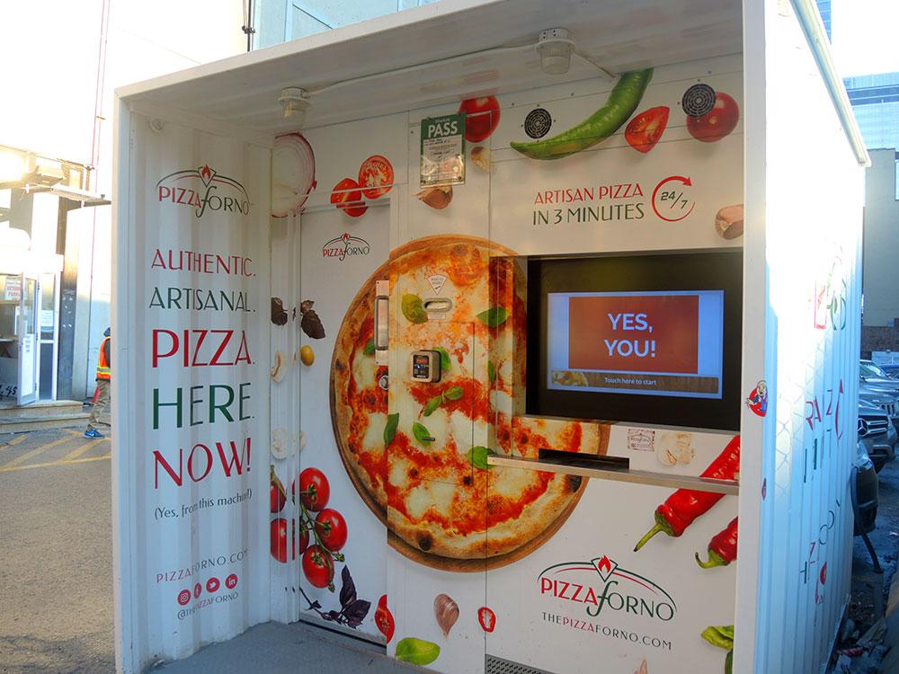Первый раз такой автомат по продаже пиццы вижу.